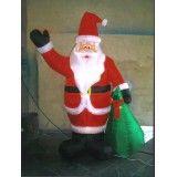 Papai Noel em pé no Piraporinha